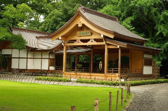 Takeda Shrine: 境内左手の甲陽武能殿