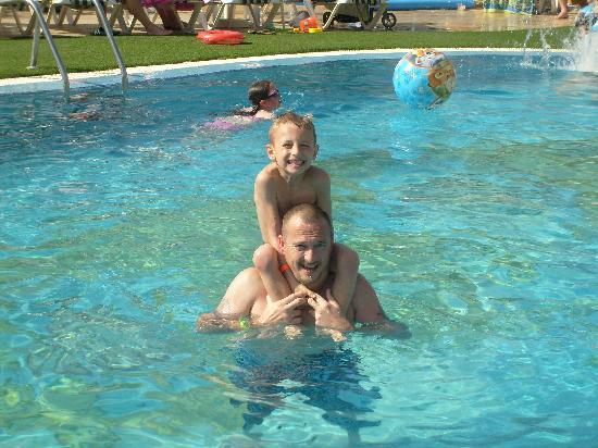 Gran Oasis Resort: not bad pools