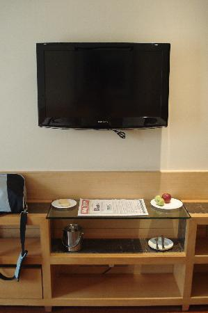 Flat Screen TV, free fruit and cookies
