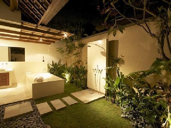 Villa Seriska Bali: Villa Seriska: Private garden bathroom with open rain shower