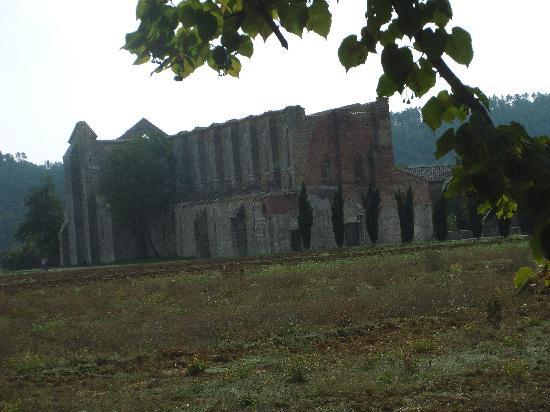 Chiusdino, Italien: San Galgano - Die Klosterruine