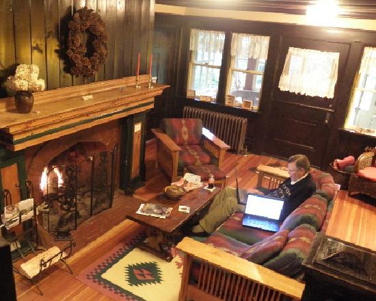 Porcupine Inn : Porcupine living room