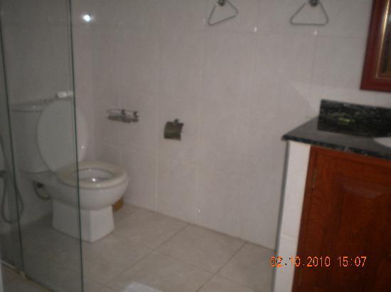 Pousada Palmeira Imperial: banheiro