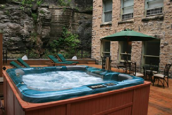 1905 Basin Park Hotel: Jacuzzi on Serenity Spa Deck
