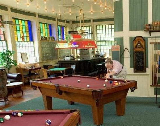 1905 Basin Park Hotel: Rooftop Billiards