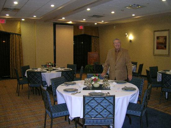 Holiday Inn Express Hotel & Suites Riverport: Dinner Setup