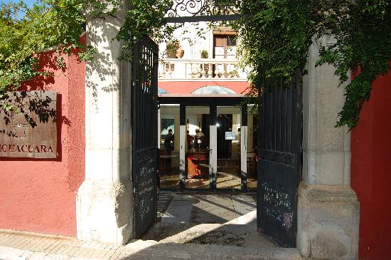 Aiguaclara Hotel: Hotel Aiguaclara entrance