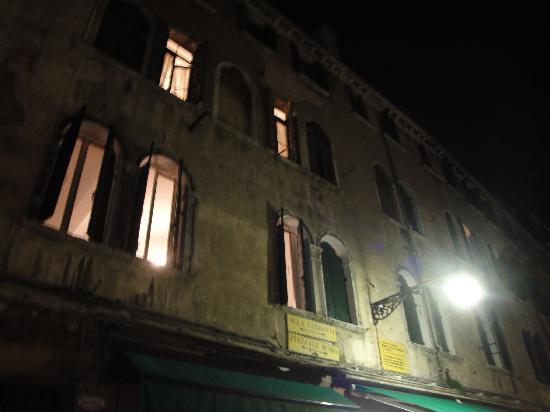 Ai Boteri: El edificio