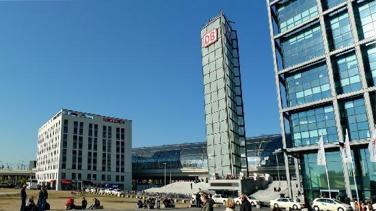 MEININGER Hotel Berlin Hauptbahnhof: Hotel direkt am Bahnhof Berlin