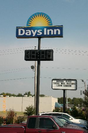 Days Inn Memphis at Graceland: Graceland is right across the street...