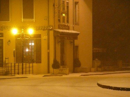 Entre Lyon Et L'yonne : Le restaurant sous la neige