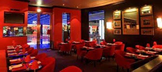 Cafe de Sao Bento Casino Estoril: Uma sala muito bonita e acolhedora