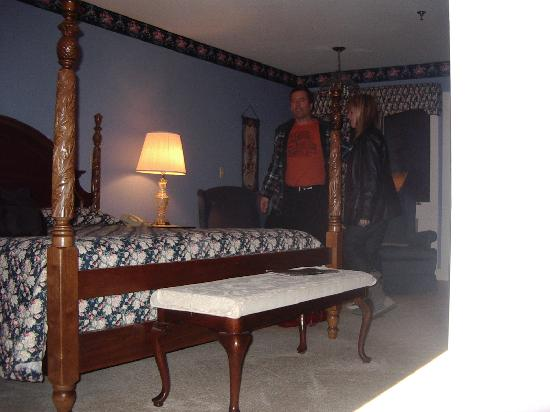 Inn at Blue Ridge: Nice rooms, almost can see the stone fireplace