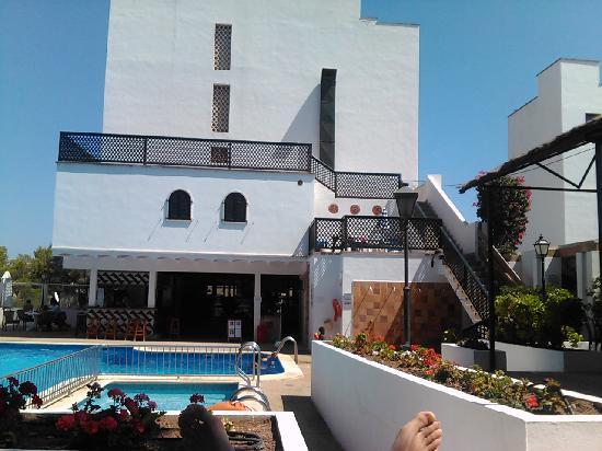 Piscina peque a picture of hotel pinos playa cala for Piscinas pequenas