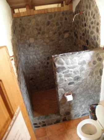 Hosteria Izhcayluma: our bathroom