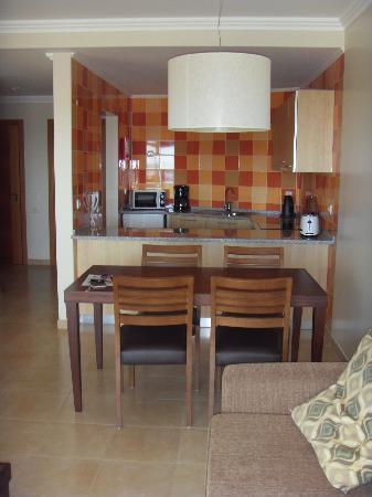 Alfagar II Aparthotel: Kitchen