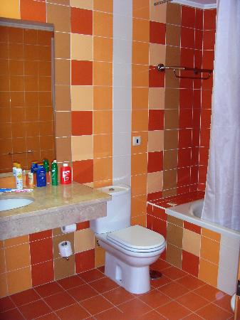 Alfagar II Aparthotel: Bathroom