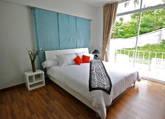 Villareal Heights: Deluxe Room with Balcony