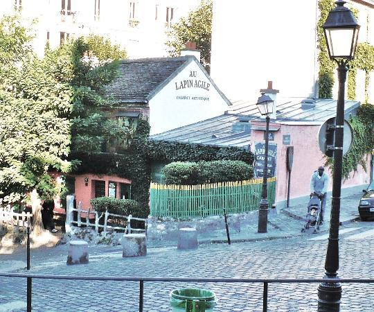 Paryż, Francja: Montmartre -''Au Lapin Agile'' - The Agiile Rabbit - This small bar-bistro was popular with Pica