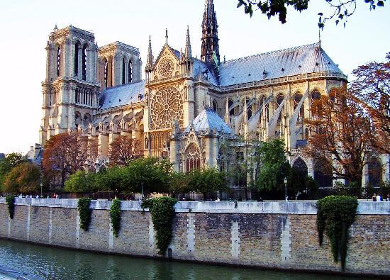 ปารีส, ฝรั่งเศส: Notre Dame de Paris at Dusk