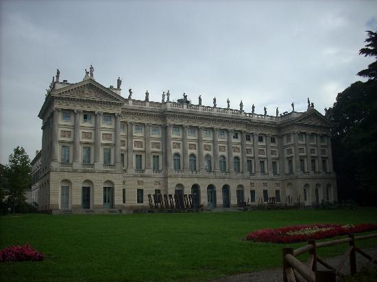Villa reale vista dal parco foto di giardini di villa for Via giardini milano