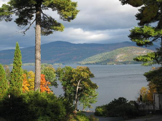 Alpine Village Resort: Lake George fall foliage view