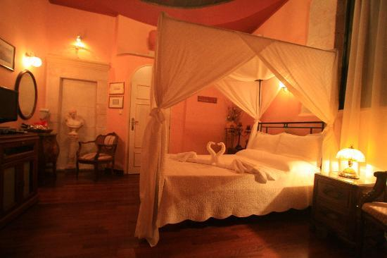 Casa Leone Boutique Hotel: Another view of our room.