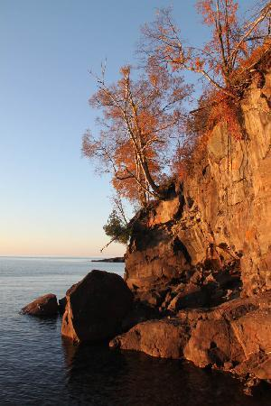 Chateau LeVeaux on Lake Superior: cliffs in morning light