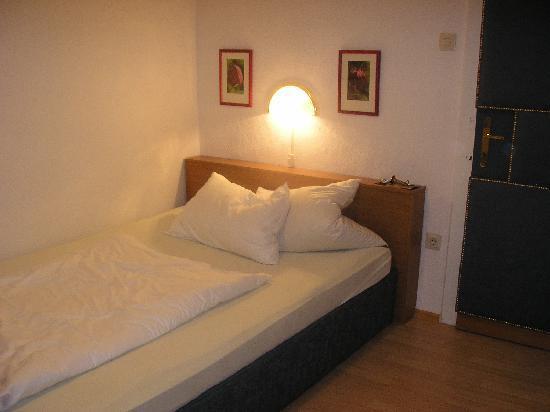 Cafe Restaurant zum Fursten: comfortable bed