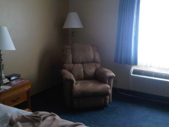 Ramada Springfield North: Comfy Chair