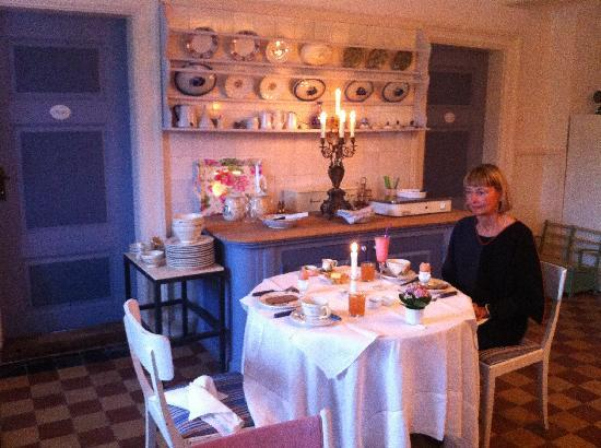 Juelsberg HerreGaard: Breakfast by Candlelight