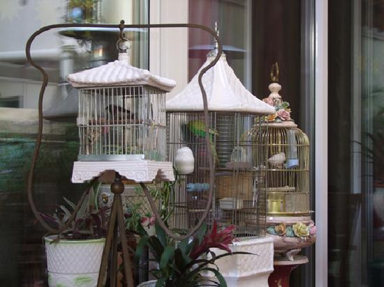 Hostal L' Antic Espai: the lovely bird cages on the patio - The Lovely Bird Cages On The Patio - Picture Of Hostal L' Antic