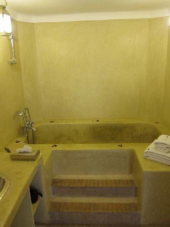 AnaYela: The stairs to the bath tub