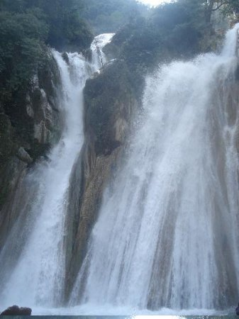 Mussoorie, India: the kempty fall