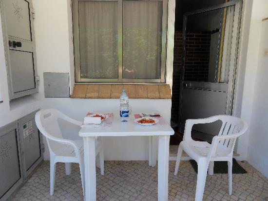 Apartamentos Turisticos Marsol: Il nostro tavolino all'esterno