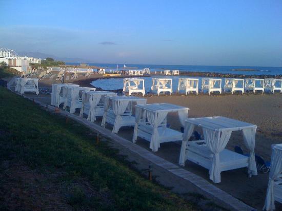 Kokkini Hani, Grèce : vue de la plage