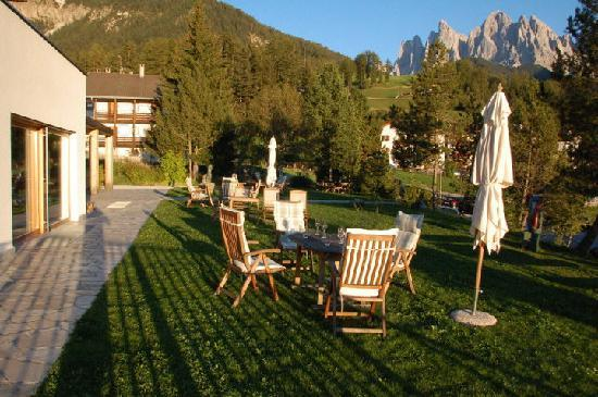 Funes, Italy: L'esterno dell'albergo