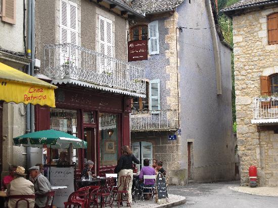 Le Petit Chou: View of Petit Chou from village square