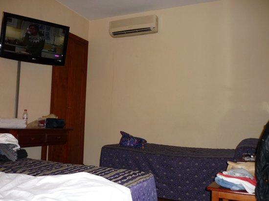 Hotel Castilla Guerrero: Camera