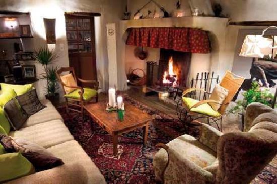 salon avec ancien cheminée - Photo de La Vieille Maison ...