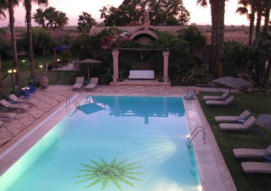 Casa Taos: Sunset on the Pool