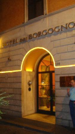 Hotel Dei Borgognoni: Front Entrance
