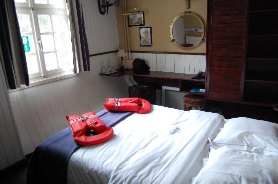 De Barge Hotel: Unser Zimmer auf dem Bargehotel in Brugge (B).
