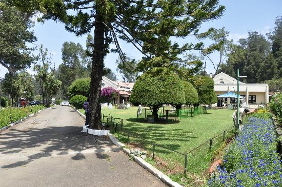 Taj Savoy Hotel, Ooty: entry to hotel