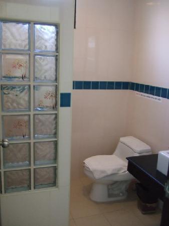 โรงแรมบ้านอันดามัน เบด แอนด์ เบรคฟาสต์: Toilet