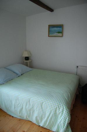 Notre chambre avec des jolies peintures du hôte Claude. - Photo de ...