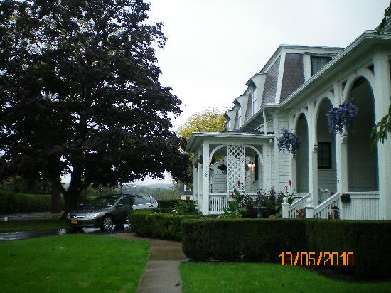 1840 Inn on the Main Bed and Breakfast: Side of Home