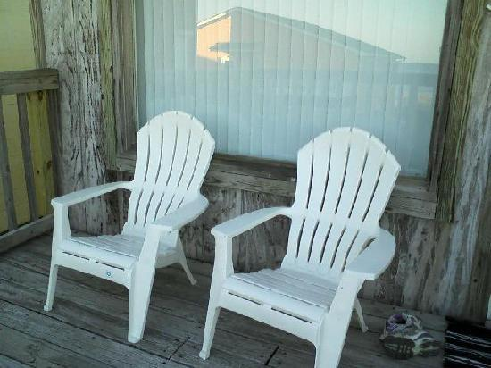 Blue Marlin Beach Lodging: back deck