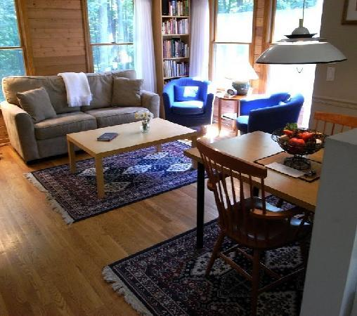 Cottages at Chesley Creek Farm : Living room - Pines cottage