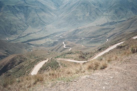 Cachi, Argentina: Cuesta del Obispo-camino  sinuoso-